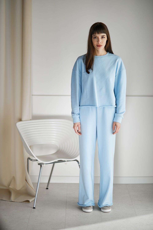 Легкие широкие брюки с необработанным краем с внутренними карманами. Размер 42-44. Рост 153-159 см.