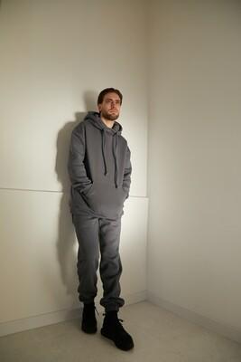 Утепленный мужской костюм с джоггерами и удлиненной худи с манжетами из основной ткани с капюшоном. Размер 44-46. Рост 170-177 см.