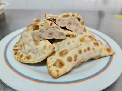 Empanadas de Jamon y Queso Mozarella