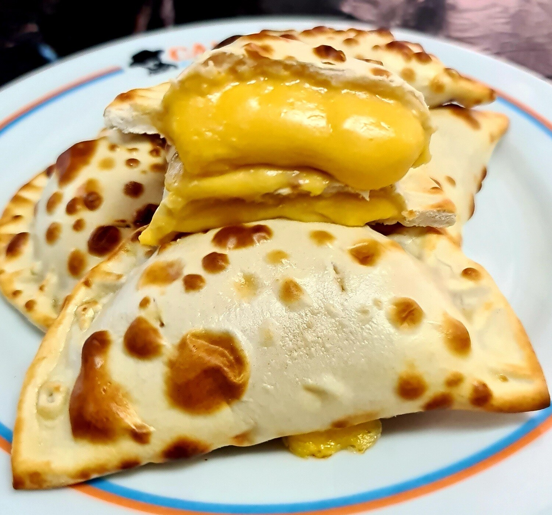 Empanadas Queso Amarillo