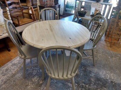 Table and chairs waddell