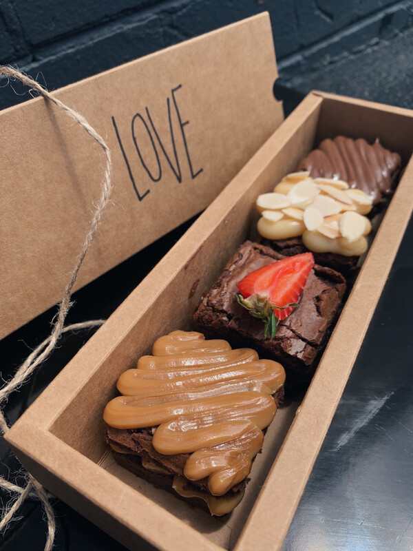 VALENTINE'S BROWNIE BOX
