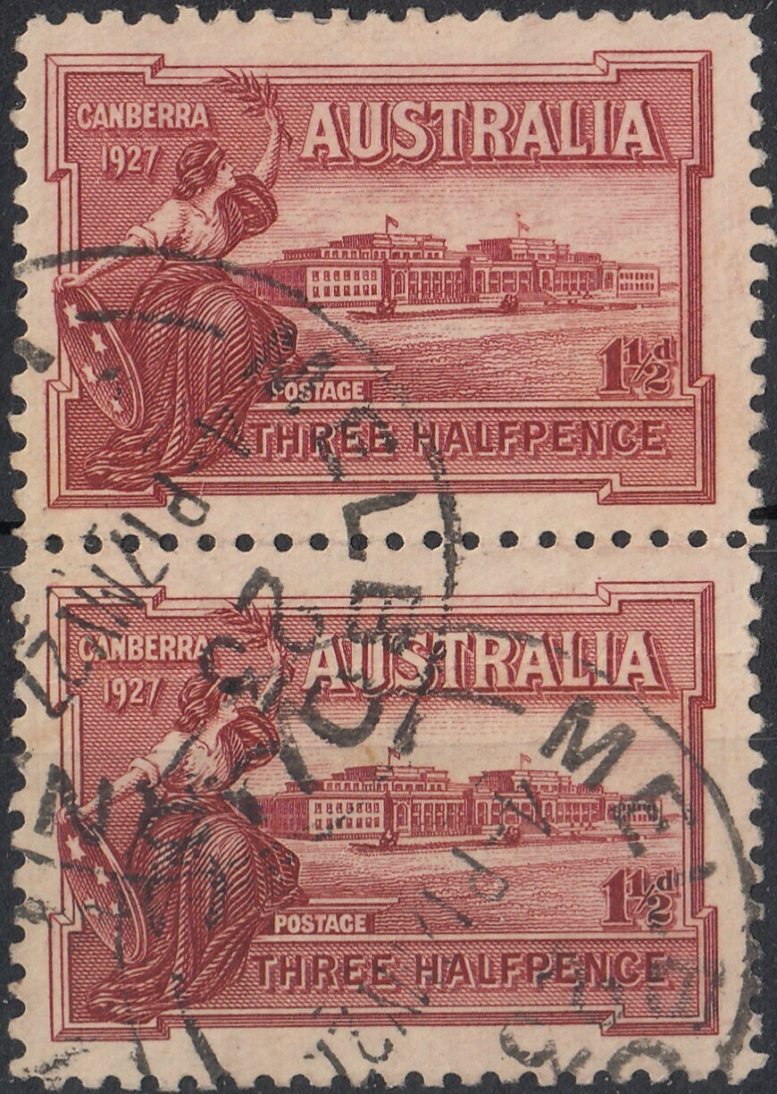 Australia 1927 KGV 1½d Canberra Pair with Flag at Half Mast Variety Used