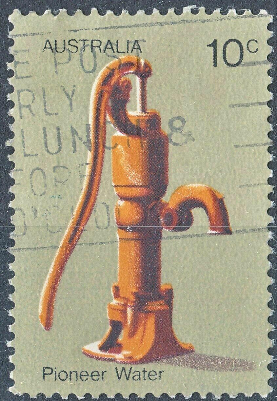 Australia 1972 QEII 10c Pioneer KP5D Paper with Light Area on Pump Used