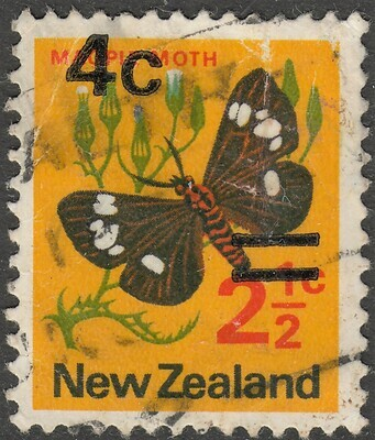 New Zealand 1971 4c on 2�c Misplaced Overprint Poor Condition Used