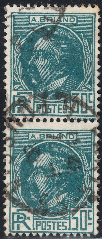 France 1933 30c Green Briand Vertical Pair FU