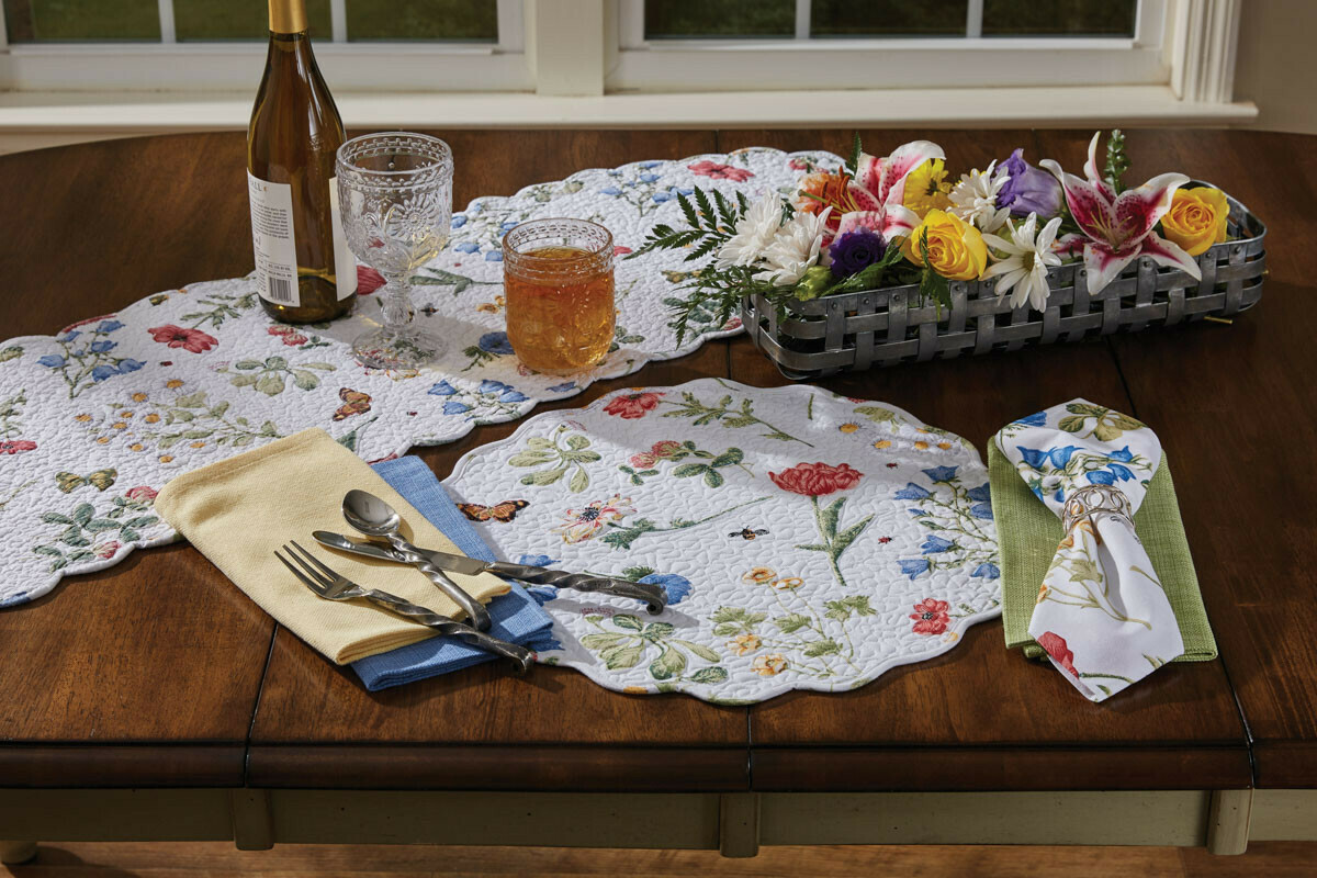 Wildflower Scalloped Round Placemat
