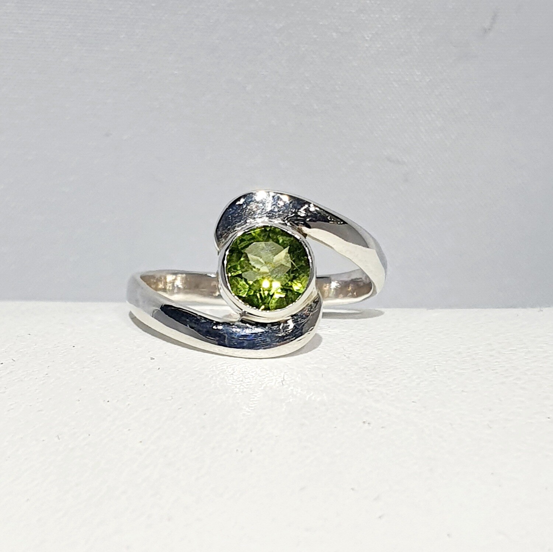Peridot Swirl Ring