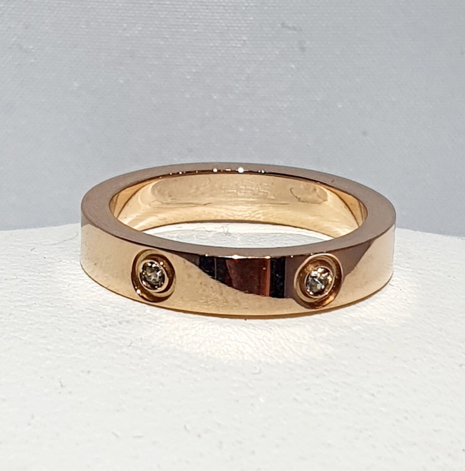 Stainless steel ring with Zircons