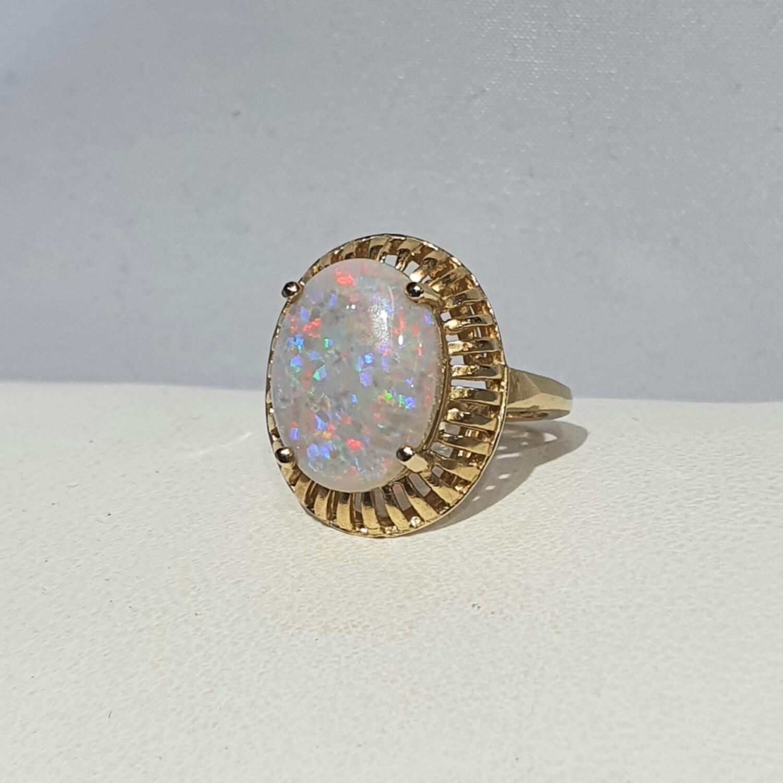 14kt Gold White Opal Ring