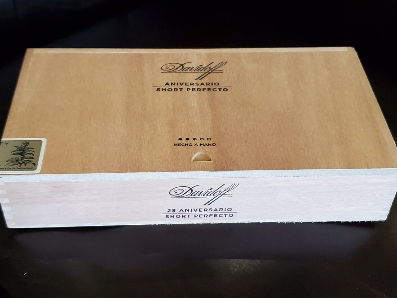 Davidoff Aniversario Short Perfecto - Box 25