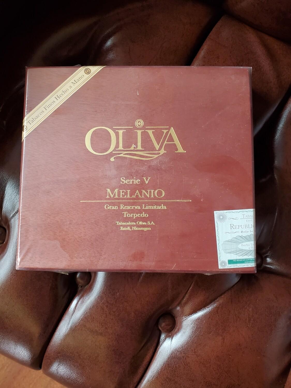 Oliva Serie V Melanio Figurado - Box 10