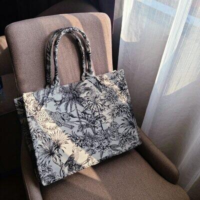 Vogue Embroidery Handbag