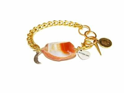 Gold bracelet with agate stone