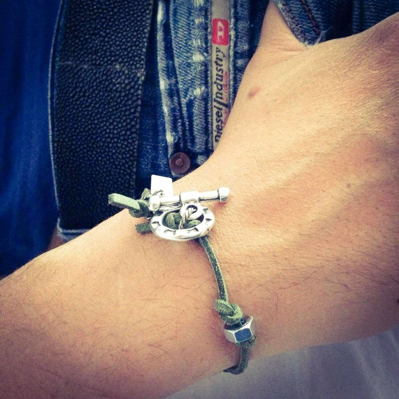 Mens bracelet in green deerskin and bolt nuts