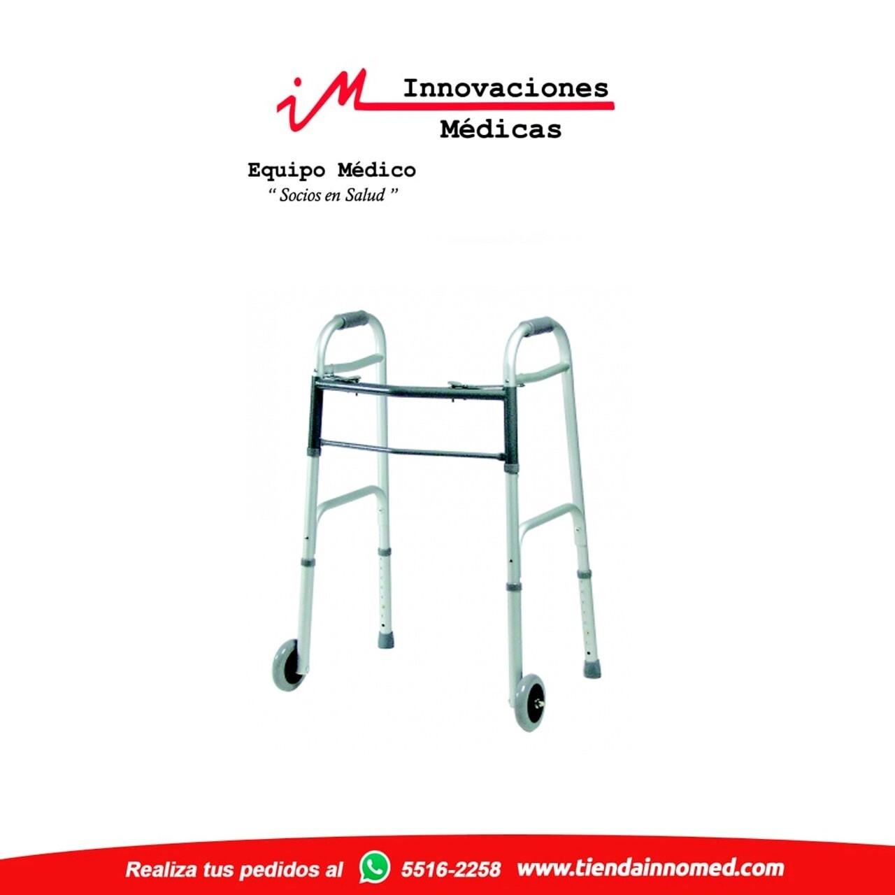 Andador con ruedas fijas