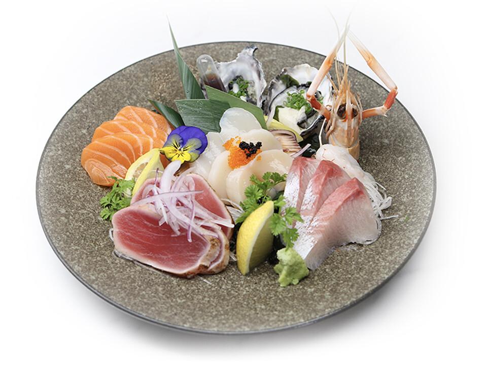 Deluxe Sashimi (15 pcs)