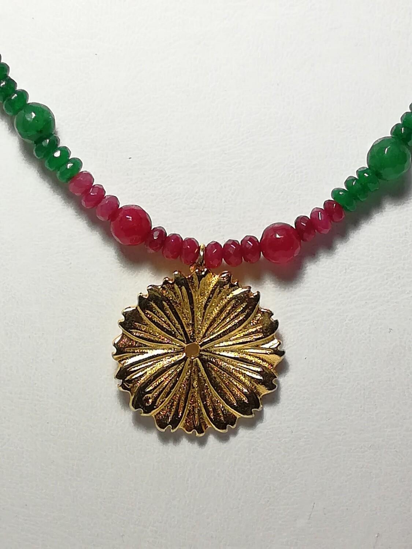 Collar Flor baño de oro con jade pintado