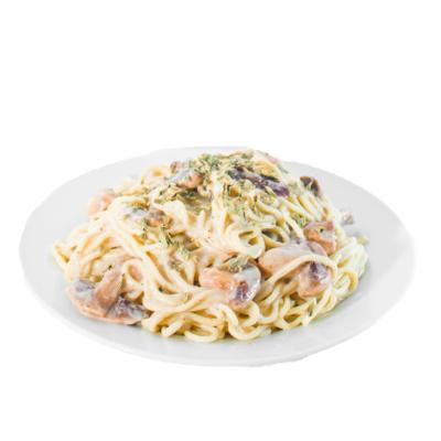 Spaghetti en salsa bechamel con champiñones