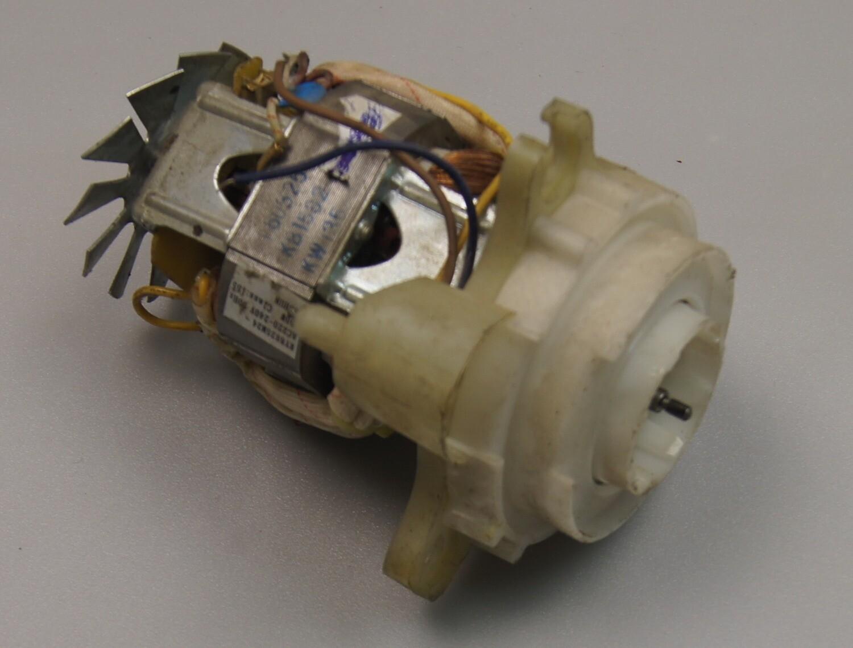 RY8825M24 AC220-240V 50HZ 700W CLASS:155