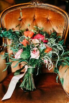 Buchet cununie civila sau mireasa cu minirose de gradina si lotus