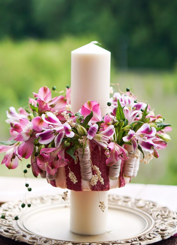 Lumanare Cu Flori Roz Alstroemeria