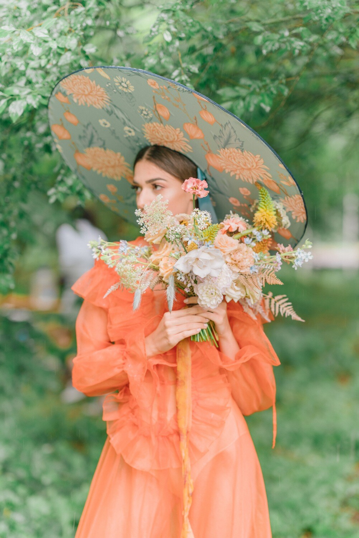 Palarie Mega cu print floral si panglici asortate