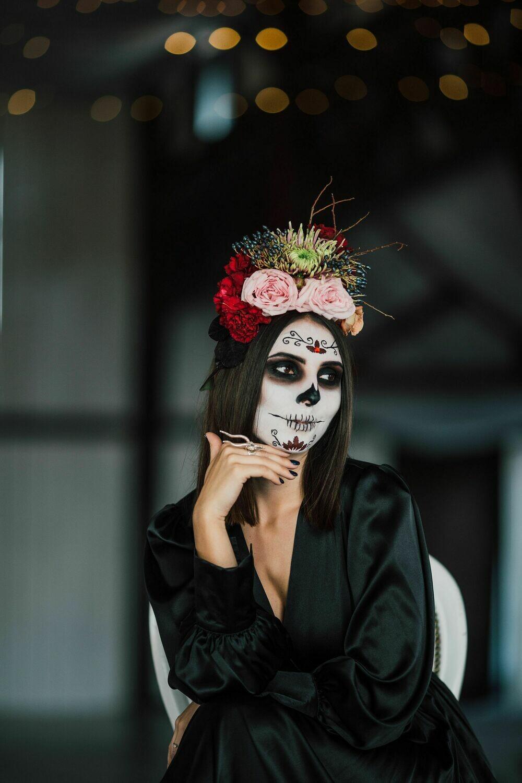 Coronita cu trandafiri și dalii in culori de toamna