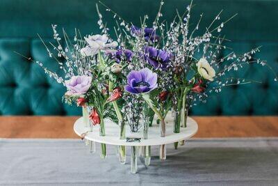 Cadou cu flori in eprubete care se împrospătează la Nevoie