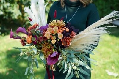 Buchet de toamna cu pampas și multe flori minunate in culori de toamna