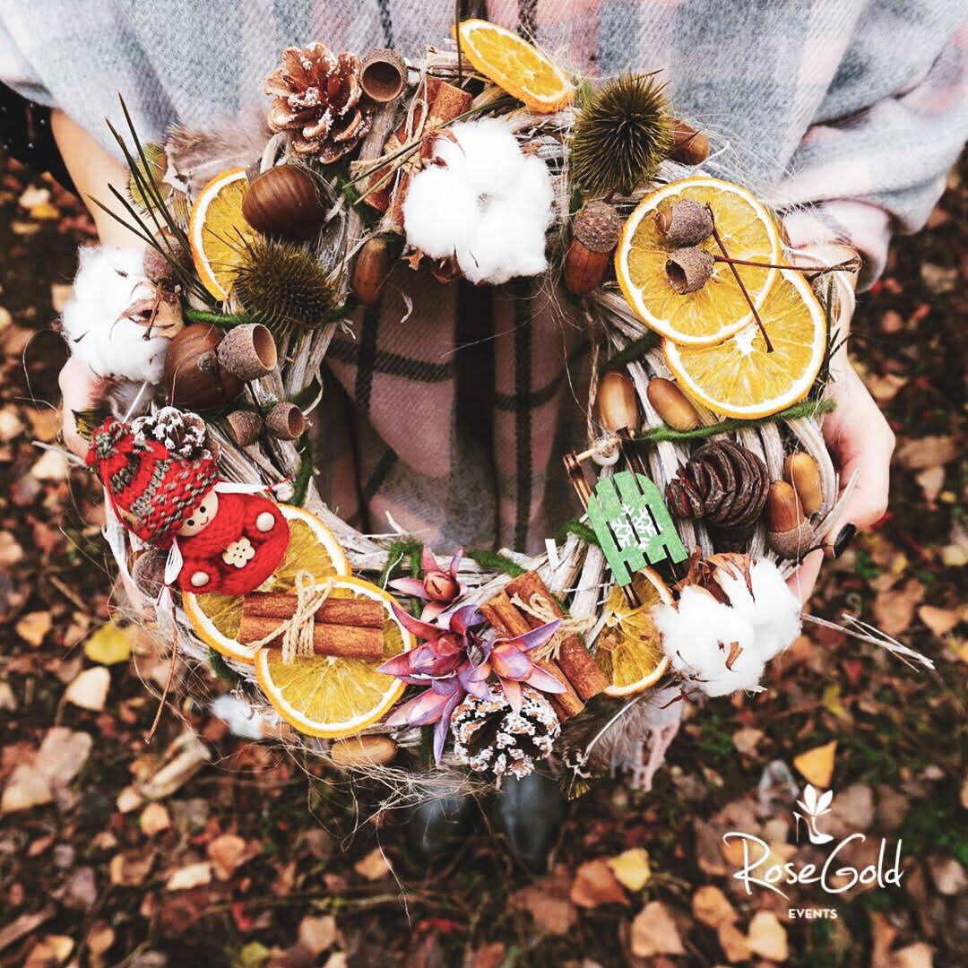 Coronita cu bumbac de oferit cadou in sezonul rece