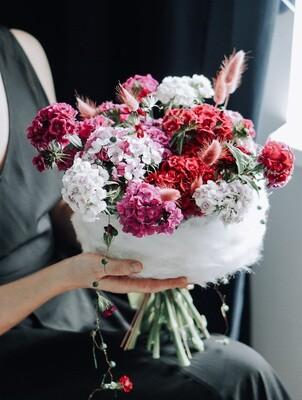 Buchet blanos de iarna cu flori naturale de sezon
