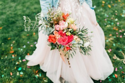 Buchet de mireasa cu mix de trandafiri de grădina și minirose