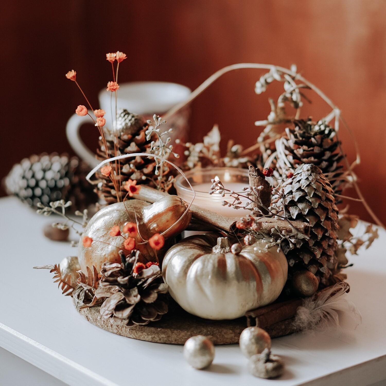Decor de toamna cu bostani naturali și conuri de brad. Idee de cadou minunat!
