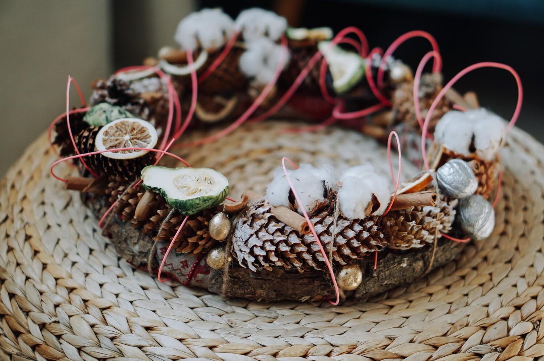 Coronita decorativa pentru cadouri in sezonul toamna-iarna