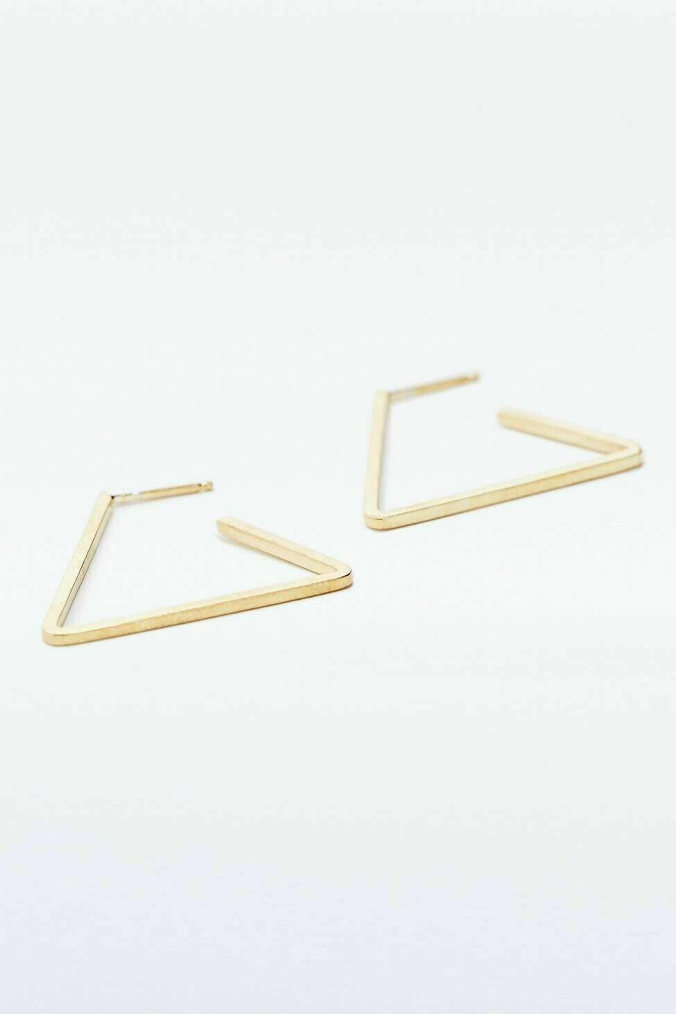 Kara Yoo Triangle Hoop Gold