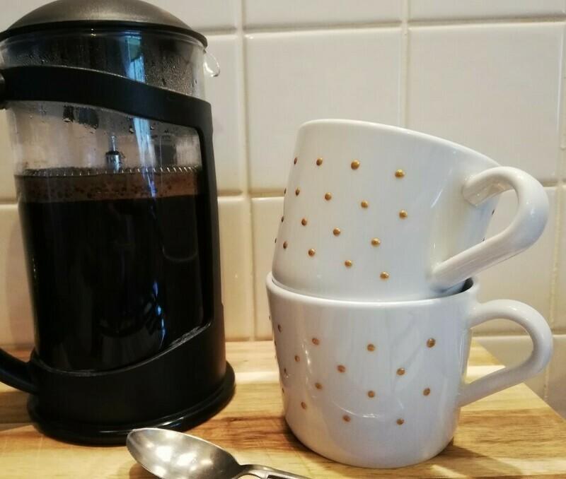 Gold dot coffee mug, small