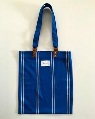 Tote Bag Azul Klein con rayas finas blancas