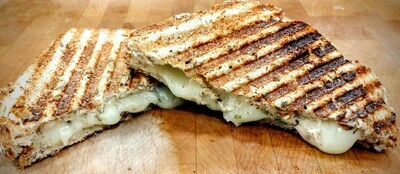 Sandwich TMFC - Grilled Cheese w/ Basil & Caramelized Onions