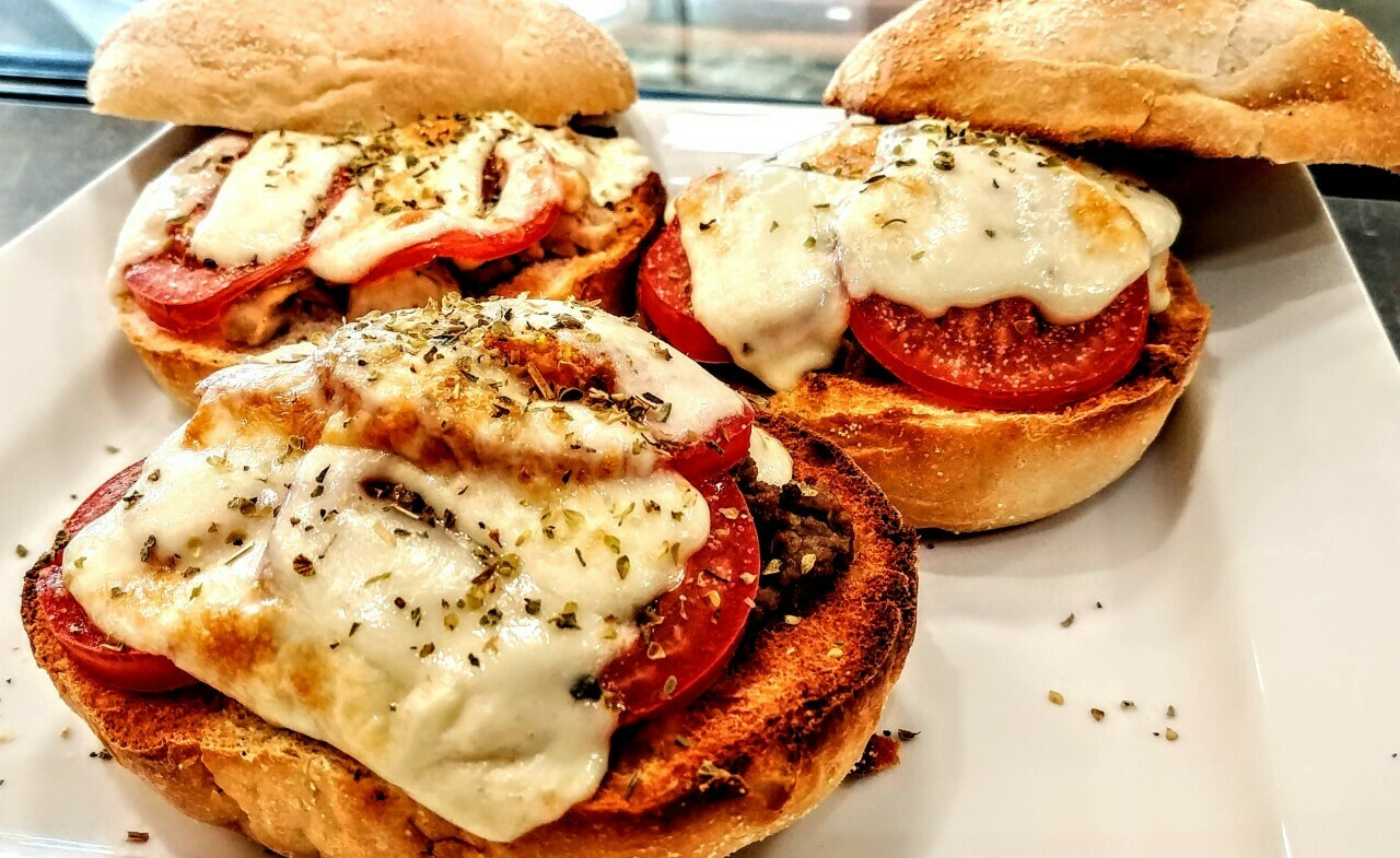 Sandwich TMFC - Steak, Caramelized Onions, Tomato & Cheese