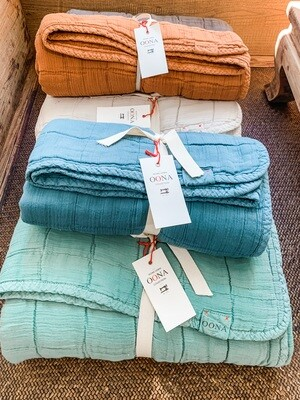 Oona Home - plaid cotton blanket