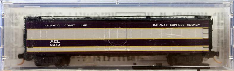 """N Scale 52' 2"""" Riveted Steel Express Reefer, w/ Plug Door - Atlantic Coast Line"""