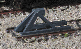 N Scale Track Bumpers 5 pack - Dark grey