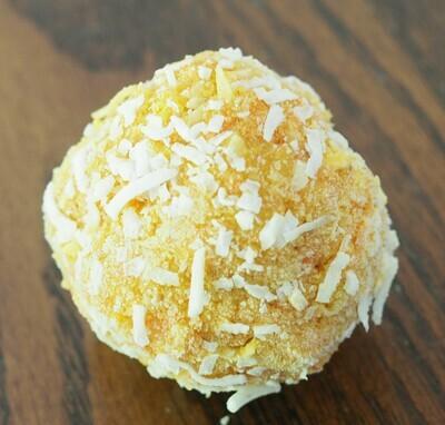 Vegan carrot-coconut cake ball. GLUTEN FREE.