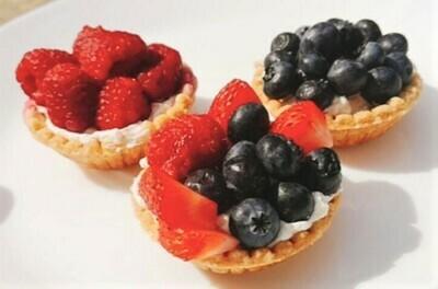 Vegan tart shells with vanilla custard and fruits