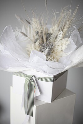 Christmas gift box / wrapping (FLOWERS NOT INCLUDED - this listing is for the gift box / wrapping only)