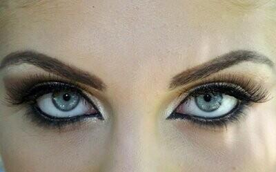 MAKE ME UP -meikkikoulutus