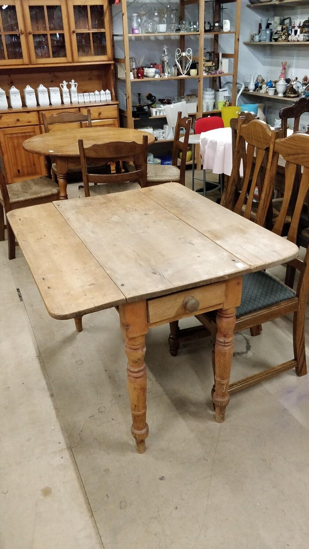 Table pliante avec tiroir
