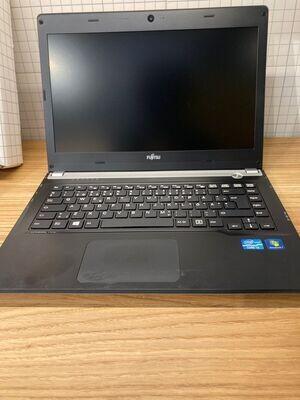 Fujitsu Lifebook UH552 Ricondizionato,i3-3217U ram 4gb SSD 128gb.