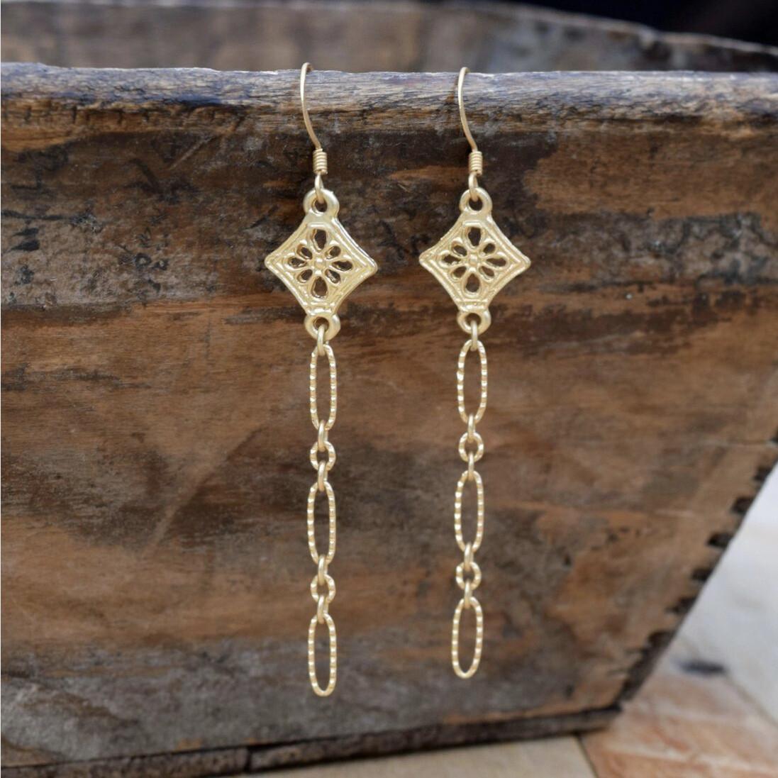 Matte Gold Flower & Textured Chain Earrings